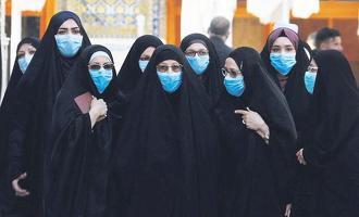 이라크 여성들이 마스크를 착용하고 거리를 걷는 모습. [로이터]
