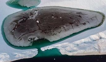 지구 온난화로 녹아내리는 그린랜드 빙산