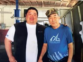 코로나19에 감염돼 하루 사이로 세상을 한인 박용운씨와 아들 토니 박씨 생전 모습.
