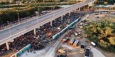 국경에 대거 몰린 아이티 난민들, 연방 '송환작업'