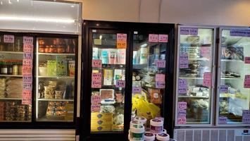 한국 직송  각 지역 특산 냉동식품들도 준비돼 있다.