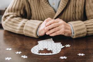 알츠하이머병을 근본적으로 치료하는 약이 아직 개발되지 않았기에 40대부터 예방이 중요하다.