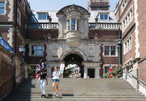 대학 전공 선택은 적성, 미래 고용시장, 관심 분야 등을 종합적으로 고려해 결정하는 것이 권고된다.       <로이터>
