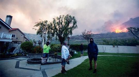 이상 기후로 인한 산불 등의 자연재해로 이사를 결정하는 미국인이 늘고 있다.    <로이터>