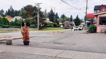 지난 22일 워싱턴주 타코마에서 발생한 한인 여성 피격 사망 현장에서 경찰이 조사를 벌이고 있다. [타코마 경찰국 제공]
