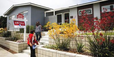 내년에도 주택시장은 높은 가격대와 재고부족이 지속될 것으로 예상되는 가운데 모기지 금리 상승세가 변수로 작용할 것으로 보인다. [로이터]