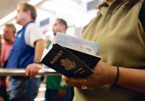 미국 성인 다수가 여권 성별 자유 선택 제도를 반대하는 것으로 조사됐다. [로이터]