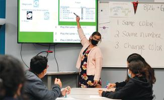 스마트폰이나 태블릿 앱이 고등학생들에게 유용한 학습도구가 되기도 한다.      <로이터>