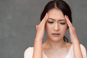 두통 원인이 300여 가지나 되는데 뇌출혈이나 뇌종양 등으로 인해 2차적으로 발생하기도 한다.