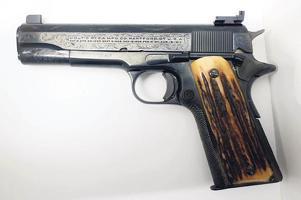 """알카포네 권총 86만달러 """"20세기 총기 중 최고가"""""""