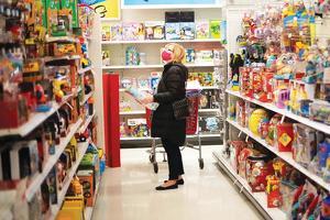 글로벌 물류 정체 현상에 연말 제품 수급에 차질이 빚어지자 장난감 업계는 연말 샤핑 시즌 대목을 놓치지 않으려고 안간힘을 쓰고 있다. [로이터]