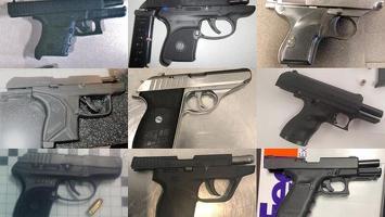 미국 내 공항 검색대에서 올해 적발된 총기류가 4천500여 정에 달한다고 교통안전청(TSA)이 13일 밝혔다. 사진은 적발된 총기들. [교통안전청 제공]