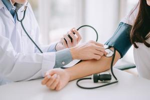 젊을 때 고혈압 진단을 받으면 치매가 생길 위험이 크게 높아진다.