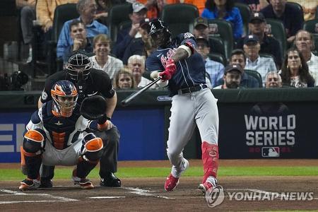 월드시리즈 사상 최초로 1회초 선두 타자 홈런 친 애틀랜타 솔레르[AP=연합뉴스]