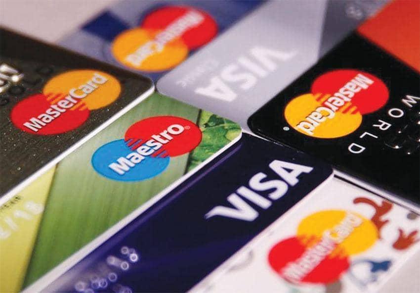 신용카드의 리워드 혜택을 극대화하려면 자신의 소비 패턴을 점검하고 신용카드의 약관을 살펴보는 등 전략적으로 접근하는 것이 필요하다는 게 전문가들의 조언이다.  <로이터>
